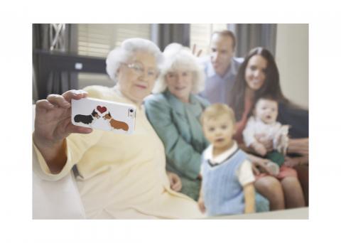 Foto: Alison Jackson, Royal Selfie. /Tegemist ei ole kuningliku perega/