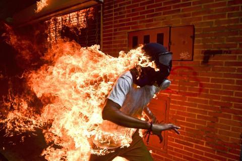"""Ronaldo Schemidt pildiga """"Venezuela kriis"""" /worldpressphoto.org/"""